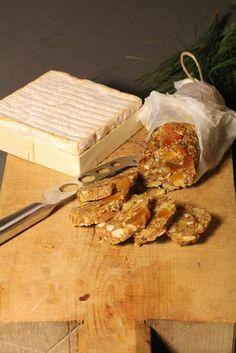 Saucisson de fruits secs pour accompagner vos fromages |   J'ai eu tout de suite un coup de coeur en voyant cette recette et franchement le résultat étai...
