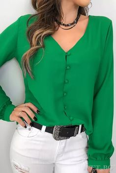 Camisa-Nilsa Size Small - Green or RedThat top color 👌🏻👌🏻Love the color and simple lines of blouse Bluzka DARINDA Blouse Styles, Blouse Designs, Fall Outfits, Casual Outfits, Couture Tops, Mode Vintage, Casual Chic, Casual Looks, Shirt Blouses
