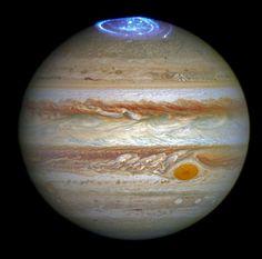 Festival d'aurores au-dessus de Jupiter avant l'arrivée de Juno