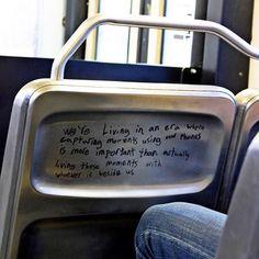 حقيقة كتبت على مقعد في حافلة :  نعيش في زمن تصويرك للحظة بواسطة هاتفك يعد أكثر أهمية من عينك لنفس اللحظة مع من هم بجانبك.