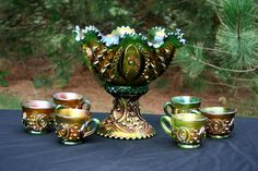 Carnival Glass Green Memphis Sculpture Art, Sculptures, Rainbow Glass, Art Deco Glass, Punch Bowls, Popular Art, Carnival Glass, Vintage Glassware, Glass Collection