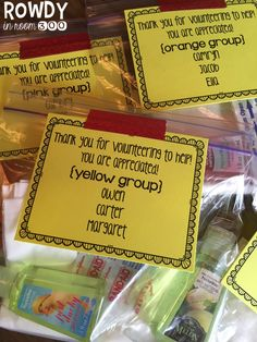 easy tip to organize for field trip...FREE editable tags download