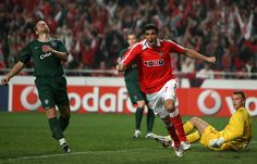 Benfica's Oscar Cardozo celebrates after he scores the only goal of against Celtic during their group D Champions League football match at the Luz stadium in Lisbon 24 October 2007
