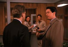 21 Twin Peaks GIFs that can be used in any situation