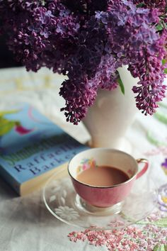 tea, book and flowers Coffee And Books, I Love Coffee, Coffee Break, My Coffee, Morning Coffee, Coffee Cups, Tea Cups, Coffee Art, Café Chocolate