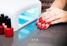 Gelnägel mit UV-Lampe selber machen