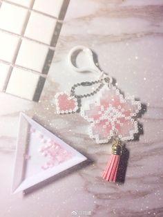 Perler bead fiore con fustella nappina