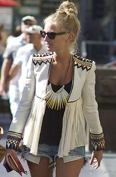 love the jacket boho hippie style fashion statement necklace jeans shorts print jacket jack white Mode Hippie, Hippie Style, Tribal Style, Hippie Chic, Looks Style, Style Me, Daily Style, Look Fashion, Womens Fashion