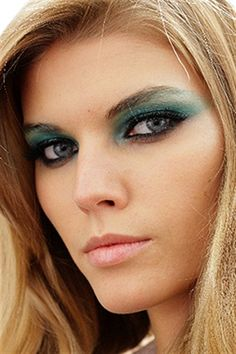 Wondering what looks are on trend in 2011? We give you the lowdown from Australia's Leading Makeup Artist Napoleon Perdis.