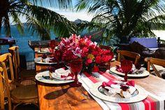 arranjos de mesas vermelho - red flower - wedding - coração vermelha de casamento na praia - búzios wedding