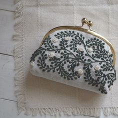 embroidery wall art / hoop art / handmade cross stitch / needlework / home decor / flower plant / botanical print / illustrations / herbarium Embroidery Bags, Learn Embroidery, Japanese Embroidery, Hand Embroidery Stitches, Hand Embroidery Designs, Embroidery Techniques, Silk Ribbon Embroidery, Best Leather Wallet, Frame Purse