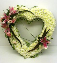 Learn all about different types of flowers, from roses and lilies to spring and wedding flowers with stunning photos and planting information. Arrangements Funéraires, Funeral Floral Arrangements, Funeral Bouquet, Funeral Flowers, Wedding Flower Decorations, Flower Bouquet Wedding, Funeral Sprays, Corona Floral, Funeral Tributes