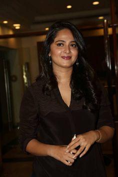 Anushka Latest Photos At Rudhramadevi Movie Success Meet - Anushka Shetty Anushka Images, Anushka Latest Photos, Anushka Photos, Latest Images, Latest Pics, Actress Anushka, Photoshoot Images, Actress Pics, Hollywood Fashion