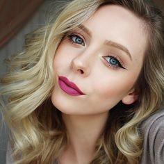 Just uploaded a hair tutorial on my YouTube! ✨ Link is in my bio!  Eyes- @moonrisecreek Natural Eyeshadows in Mauve and Pollen (discount code- HALEYMOON20), @katvondbeauty Tattoo Liner in Trooper, @benefitcosmetics Roller Lash  Lips- @limecrimemakeup Velvetine in Polly