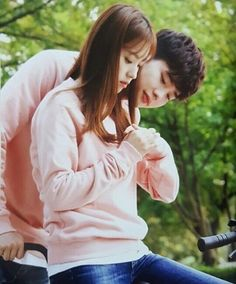 Las etiquetas más populares para esta imagen incluyen: kdrama, two worlds, han hyo joo, lee jong suk y cute
