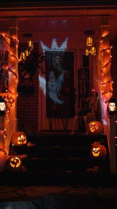 Porche Halloween, Fröhliches Halloween, Adornos Halloween, Manualidades Halloween, Halloween Birthday, Holidays Halloween, Halloween Garage, Halloween Yard Ideas, Halloween Displays