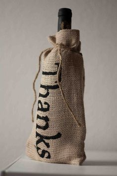Hessian Wedding Ideas - hessian wine bottle covers for gifts for ushers Wedding Gifts For Guests, Wedding Favor Bags, Weeding Favors, Wedding Ideas, Wine Gifts, Gag Gifts, Hostess Gifts, Hessian Crafts, Hessian Wedding