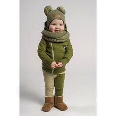 Double tuft hat with ear flaps - army green - Gugguu