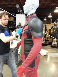 Deadpool - Making of an Iconic Antihero Suit - Tyranny of Style Great Costume Ideas, Cool Costumes, Cosplay Costumes, Halloween Costumes, Deadpool Movie Costume, Deadpool Cosplay, Deadpool Pictures, Ryan Reynolds Deadpool, Deadpool Mask