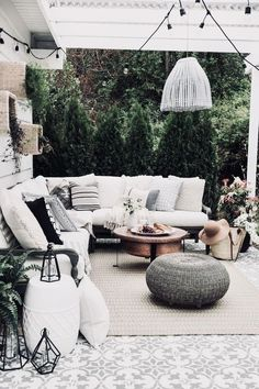 Perfect Patios: How to Create a Stunning Outdoor Space Patio Decor Outdoor Rooms, Outdoor Living, Outdoor Furniture Sets, Outdoor Decor, Outdoor Patios, Outdoor Seating, Outdoor Kitchens, Outdoor Tiles Patio, Garden Furniture