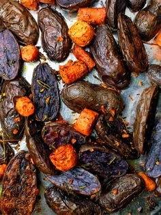 Herb Roasted Purple Potatoes & Carrots - My Body My Kitchen Purple Potato Recipes, Healthy Potato Recipes, Roasted Potato Recipes, Carrot Recipes, Sweet Potato Recipes, Veggie Recipes, Veggie Side Dishes, Potato Dishes, Healthy Grilling