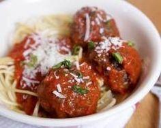 Boulettes de boeuf à la sauce tomate : http://www.cuisineaz.com/recettes/boulettes-de-boeuf-a-la-sauce-tomate-77303.aspx