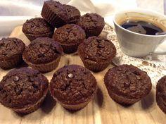 """Panelinha de Sabores: """"Muffins"""" de alfarroba e café (saudável Bolo Paleo, Healthy Sweets, Healthy Recipes, Healthy Food, Bolos Light, Cooking Classes, Cravings, Low Carb, Cupcakes"""