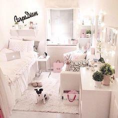 so cute!! love the carpe diem in the back (: new room