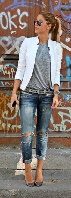 Raw and classy fall street style fashion.I need a white blazer Rebel Fashion, Fashion Mode, Moda Fashion, Style Fashion, Jeans Fashion, Womens Fashion, Fashion News, Fashion Outfits, Trendy Fashion