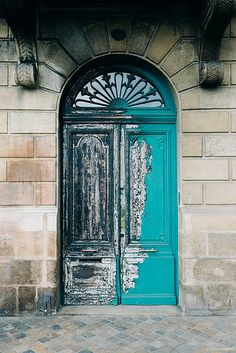 Aging is beautiful. Door in Bordeaux, France Cool Doors, Unique Doors, Entrance Gates, Grand Entrance, Beautiful Architecture, Architecture Details, Portal, When One Door Closes, Bordeaux France