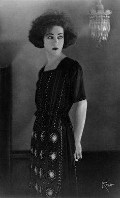 Alla Nazimova, circa 1921, Gelatin-silver print, LACMA s  B portrait Arthur Rice (United States)