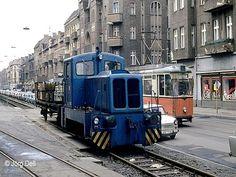 Wilhelminenhofstraße, Industriebahn, Straßenbahn und eine Menge Trabis