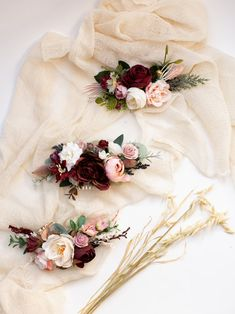 Бургундии цветок гребень Бургундии свадебный гребень Boho | Etsy Pink Floral Crowns, Floral Crown Wedding, Flower Crowns, Bridal Comb, Hair Comb Wedding, Fall Wedding Hairstyles, Bride Flowers, Burgundy Flowers, Flower Headpiece
