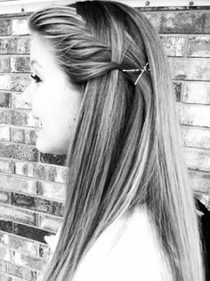 Straight hair. Love when people do their hair like this. Someone needs to teach me!!