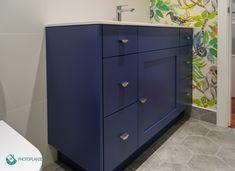 Mueble de baño fabricado a medida color azul. Home Staging, Color Azul, Filing Cabinet, Dresser, Storage, Furniture, Home Decor, Neutral Decorating, Bathroom Furniture