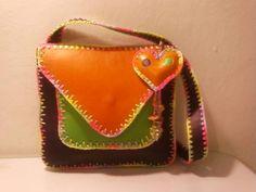 bolsos artesanales de cuero hechos a mano - Buscar con Google                                                                                                                                                      Más