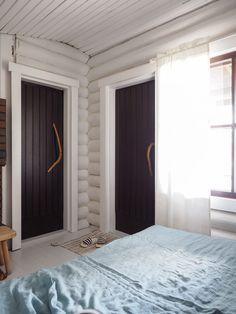 Hirsimökin muodonmuutos: saunatupa | SLIIK Ranch Remodel, Guest Ranch, Kitchen Wallpaper, Log Homes, Home Interior Design, Cottage, Cabin, Curtains, Architecture