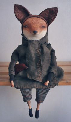 Yolin is a wise and tender fox. She plays the piano. The doll measures 35 cm head to toe Sculpture Textile, Art Textile, Soft Sculpture, Fabric Dolls, Fabric Art, Pet Toys, Doll Toys, Baby Dolls, Art Jouet