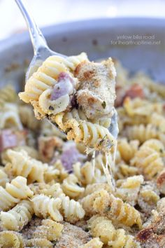 One Pan Chicken Cordon Bleu Pasta Recipe. A delicious meal that cooks all in one pan for easy clean up! #pasta #recipe #noodles #recipes #easy