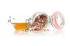 TeaTag blend: Aniseed pink. Echte anijsthee met roze en witte muisjes. Zo leuk om te geven op kraamvisite of bij babyshowers.