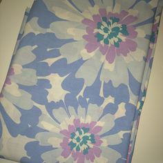 """""""Always love finding this design  Vintage double flat sheet c.1970s  Very good clean condition with no stains or holes  £14 incl UK postage  #forsale #instasale #buyvintage #shinyshilling #vintage #vintagesheets #vintagelinens #vintagestyle #vintagedesign #1970s #kitsch #vintagebedding #retro #retrohome #vintageforsale #vintagesale #vintageshop #vintagelove #vintagehome #floral #pastel #thrift #decor #lovevintage #vintagetextiles #interiors #interiordesign #homewares #homesweethome #home""""…"""