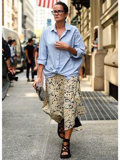 ブルーのシャツ ルーシー・チャドウィック(Lucy Chadwick)