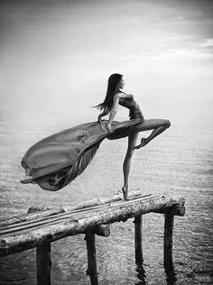 Elegant dancer in a green gown Ballet Photography, Fashion Photography, Water Photography, Poses Modelo, Green Gown, Foto Art, Dance Photos, Lets Dance, Dance Art