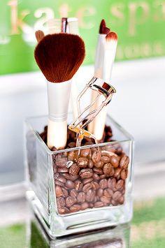 How to store cosmetics in the room / Jak przechowywać kosmetyki w pokoju.