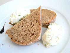 Bryndzová nátierka so syrom, recept s názvom - Bryndzová nátierka so syrom. Recept je zaradený do kategórie Pomazánky, Ostatné