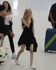 (notitle) The post appeared first on 2019 Pins. South Korean Girls, Korean Girl Groups, Rose Park, Jennie Lisa, Airport Style, Airport Fashion, Park Chaeyoung, Bangs, Ballet Skirt