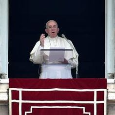 [Translate to English:] L'Angelus del Pontefice Pope Francis: to follow Jesus means to put aside our own concerns.
