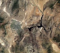 This image from the Landsat-8 satellite acquired on 23 September 2014 brings us over the southwest United States: Nevada and Arizona.