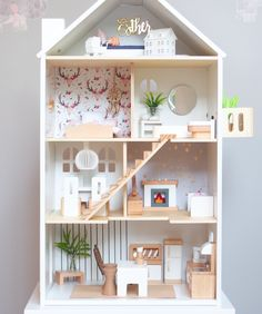 Modern dollhouse DIY ideas and make your own dollhouse furniture. Modern dollhou… Modern dollhouse DIY ideas and make your own … Homemade Dollhouse, Ikea Dollhouse, Wooden Dollhouse, Victorian Dollhouse, Dollhouse Ideas, Modern Dollhouse Furniture, Barbie Furniture, Miniature Furniture, Furniture Ideas