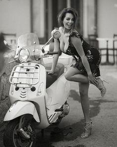Custom Harley-Davidson Softail Breakout by Thunderbike Customs (Deu … – Motorcycles Vespa Bike, Scooter Motorcycle, Motorbike Girl, Vespa Scooters, Scooter Girl, Motard Sexy, Italian Scooter, Chicks On Bikes, Motor Scooters